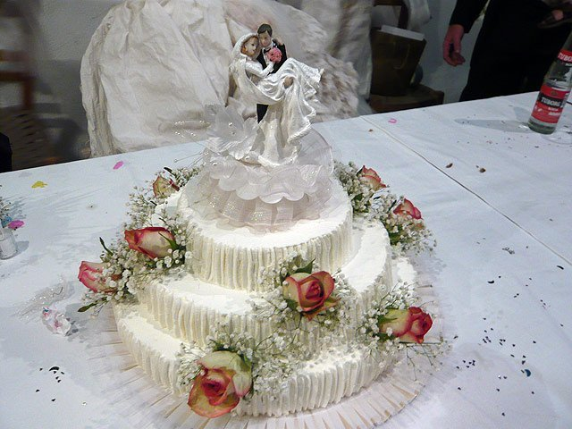 Wedding Cake Recipes And Decorating Ideas : Decorating Wedding Cakes - Wedding and Bridal Inspiration