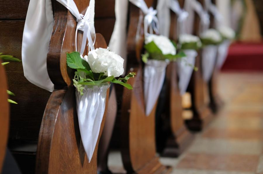 Pew decorations for weddings ideas church pew wedding decorations