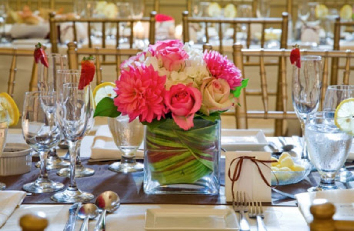 Spring wedding centerpieces ideas wedding and bridal for Floral arrangements for wedding reception centerpieces