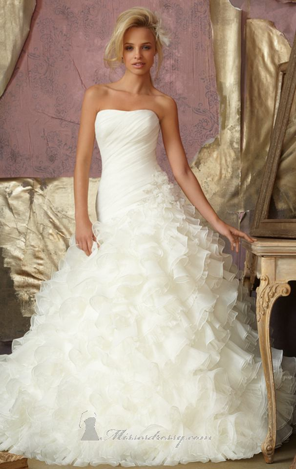 Pictures of beautiful bridal dresses discount wedding for Cheap and beautiful wedding dresses