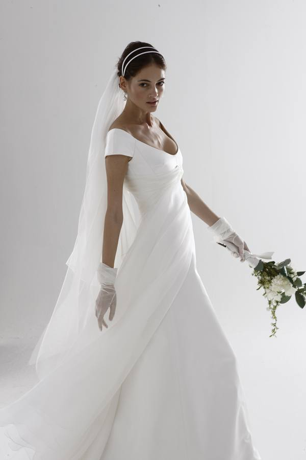 Italian wedding gown designers wedding and bridal for Italian design wedding dresses