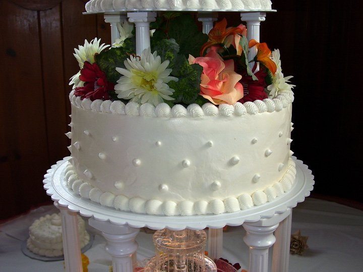 Cake Decorating Wedding Cakes : How To Decorate A Wedding Cake - Wedding and Bridal ...