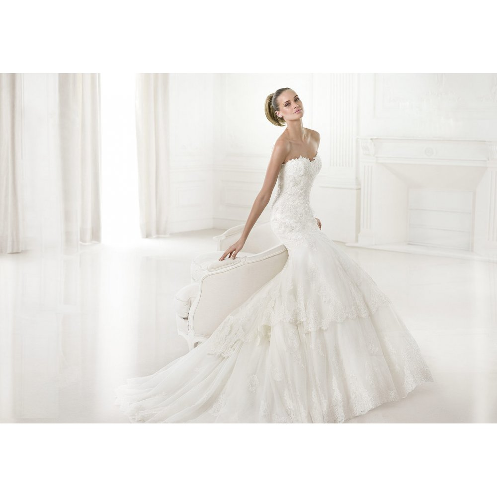 Top couture wedding dress designers wedding and bridal for Famous wedding dress designers
