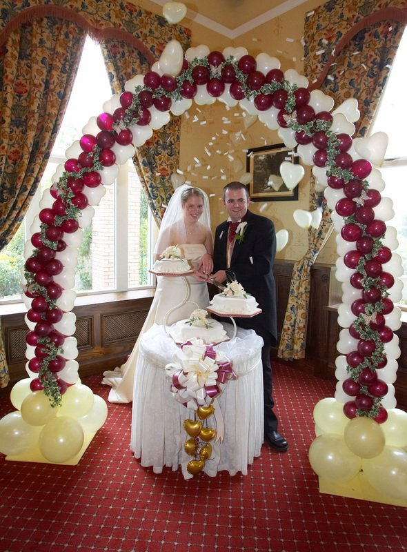 Wedding balloon decor wedding and bridal inspiration for Balloon decoration ideas for weddings