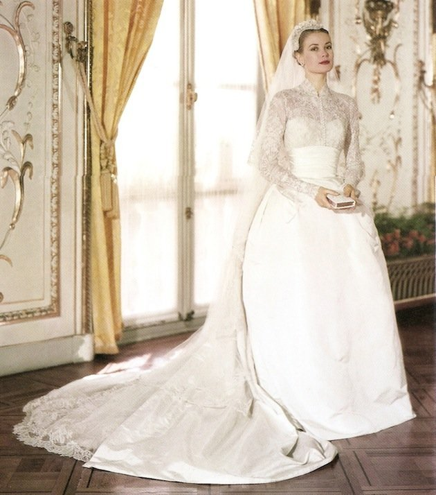 a history of the modern version of wedding dresses