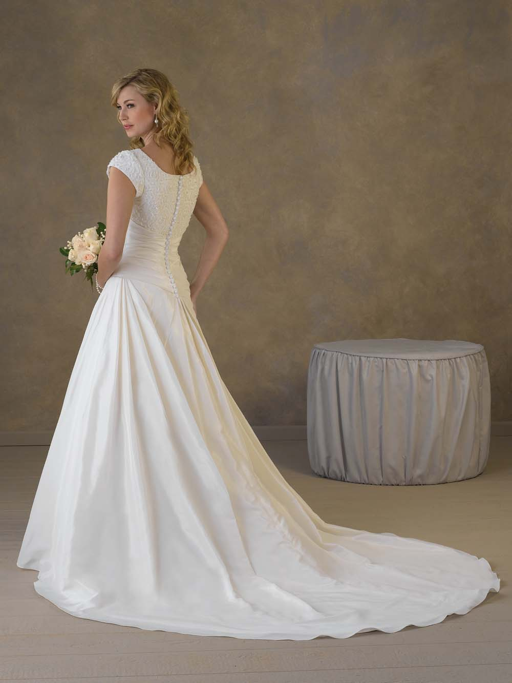 How to select the proper empire waist wedding dresses for Wedding dress with waistband