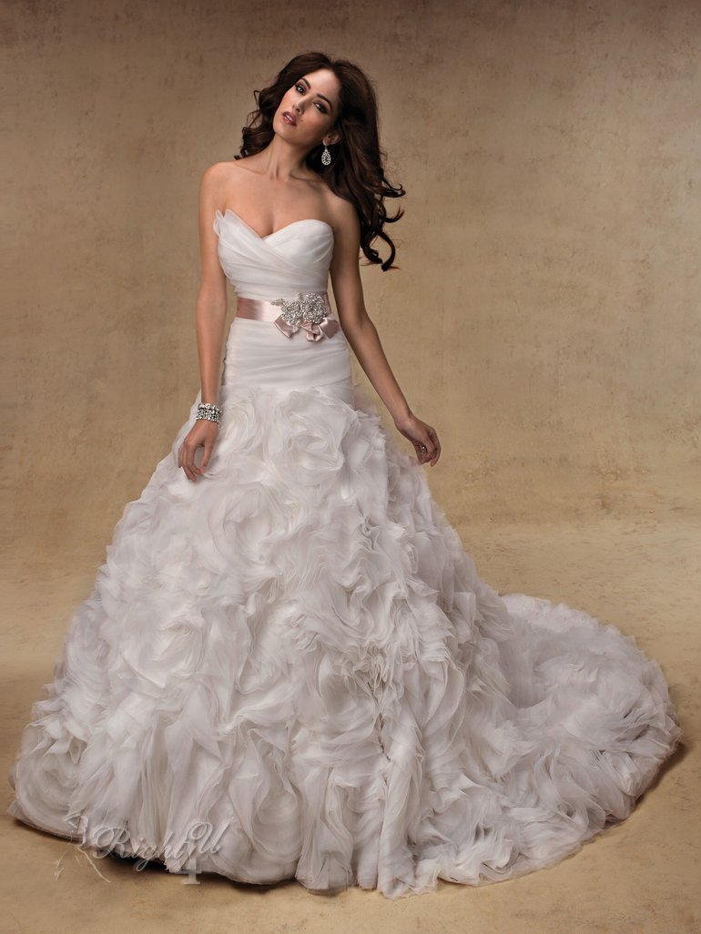 How to acquire the best expensive wedding dresses for When to buy wedding dress
