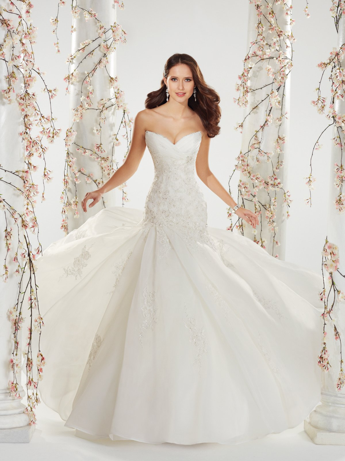 Famous wedding dress designers wedding and bridal for Find a wedding dress designer