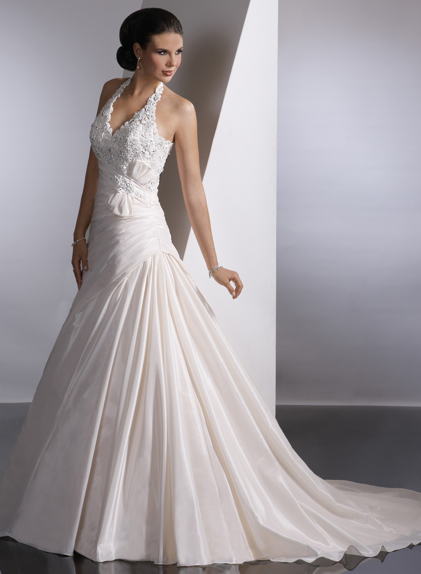 Halter Wedding Dresses With Right Necklines Are Ideal Choices