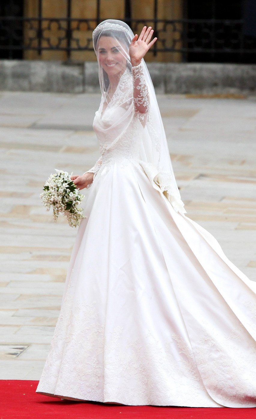 Kate Middleton wearing a beautiful McQueen dress as she arrives at ...