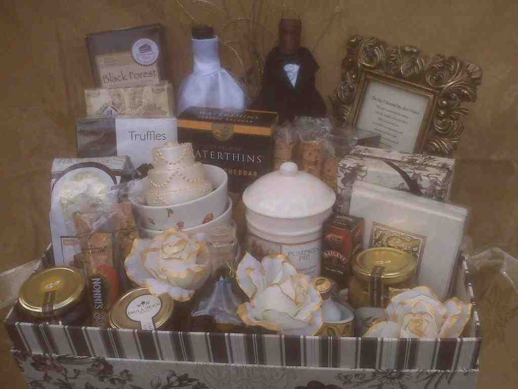 Wedding Gift Baskets For Bride And Groom