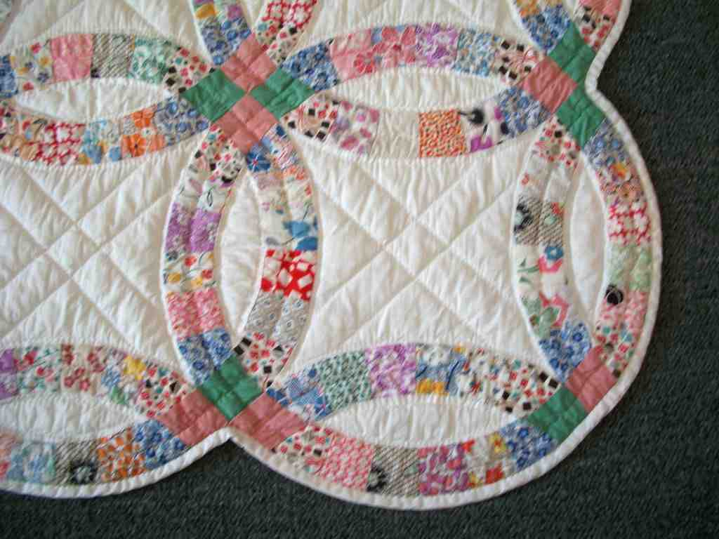 Double Wedding Ring Quilt: Traditional Gift Idea - Wedding and Bridal Inspiration