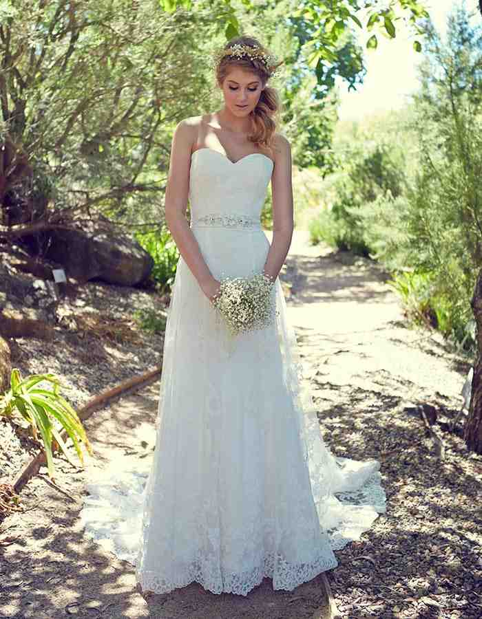Dresses for outdoor wedding wedding and bridal inspiration for Wedding dresses for outside