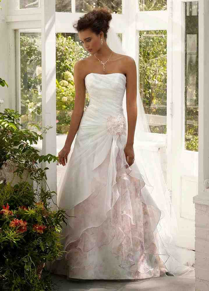 Outdoor wedding dress ideas wedding and bridal inspiration for Wedding dresses for outside