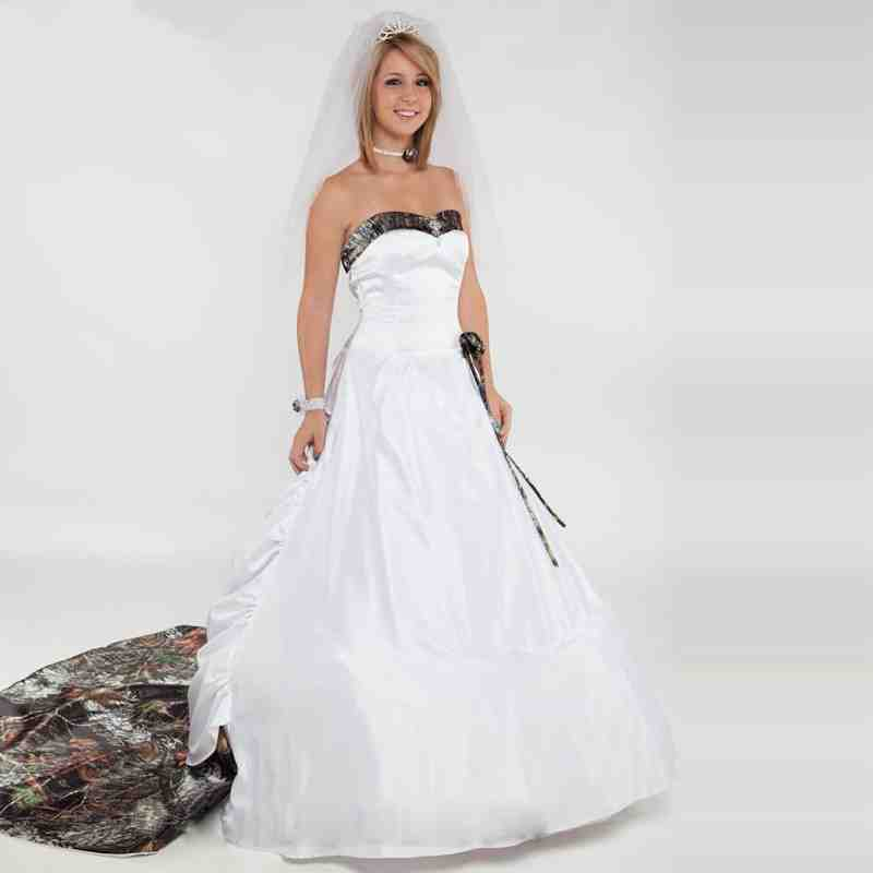 Winter camo wedding dress wedding and bridal inspiration for Wedding dresses camouflage pink