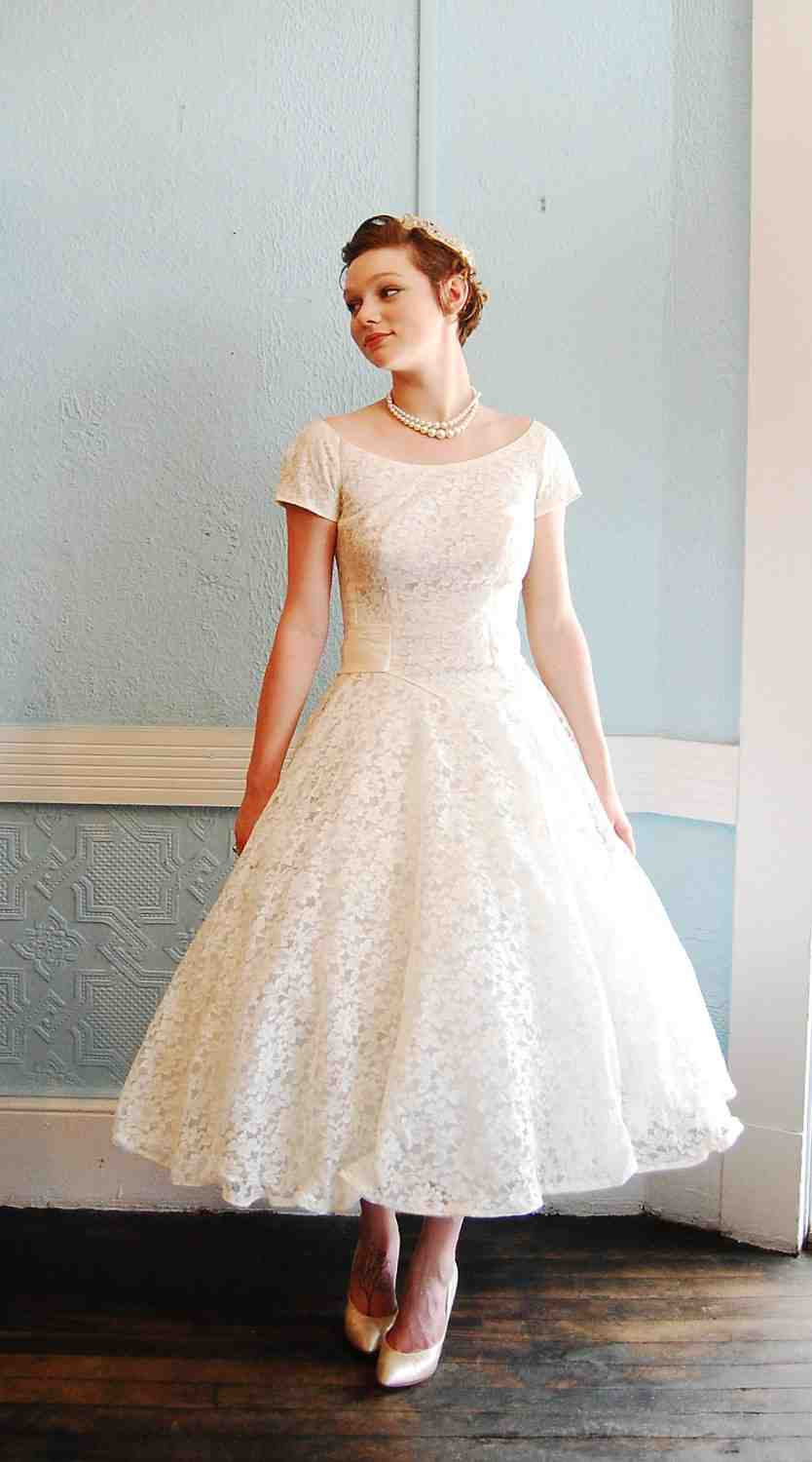 Tea length wedding dresses choose for casual afternoon for Dresses for afternoon wedding