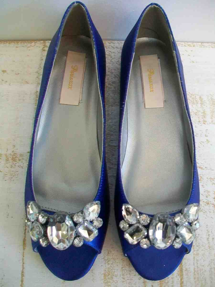 All kinds of blue wedding shoes for bride online sale on weddingdresstrend. Navy blue, royal blue and light blue bridal shoes are popular. We offer wholesale and retail with high quality.